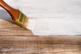 Czym malować drewno? Oto najlepsze sposoby zabezpieczenia drewna