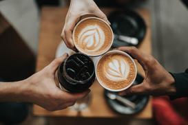 Wpadnij na kawę! Bon ton podawania i picia kawy