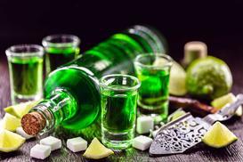 Jak pić absynt? Poznaj sposoby picia zielonego absyntu