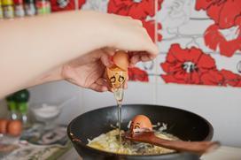 Jakie akcesoria do gotowania wybrać, aby odchudzić swoje potrawy?