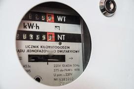 Jak wyliczyć zużycie prądu w mieszkaniu? Sprawdź prosty kalkulator zużycia.