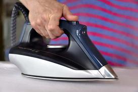 Odkamienianie żelazka - jak wyczyścić żelazko z kamienia krok po kroku