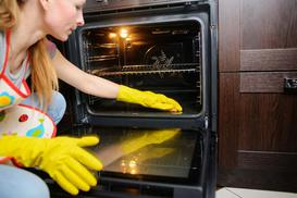Czyszczenie piekarnika z termoobiegiem - sprawdzone metody i domowe sposoby