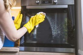 Czyszczenie piekarnika sodą i octem krok po kroku - sprawdzony, domowy sposób