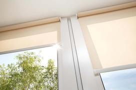 Jak wyczyścić rolety materiałowe? Praktyczne, domowe sposoby na czyste rolety okienne
