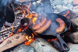 Przypalona patelnia - jak ją umyć i skutecznie usunąć przypalenie z patelni?