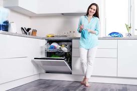 Nabłyszczacz do zmywarek - popularne marki, opinie, ceny, skuteczność działania