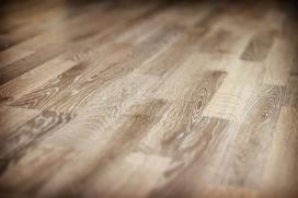 Rysy na panelach podłogowych – co zrobić z porysowanymi panelami?