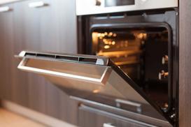 Piekarnik z pyrolizą – opinie, sposób działania i skuteczność czyszczenia pyrolitycznego