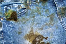 Jak usunąć rdzę z ubrania? Sprawdzone sposoby na plamy z rdzy