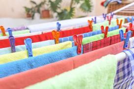 Suszarka balkonowa na pranie - którą suszarkę wybrać na mały balkon?
