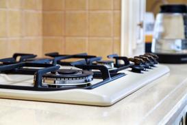 Czyszczenie dysz w kuchence gazowej - zobacz, jak wyczyścić palniki krok po kroku