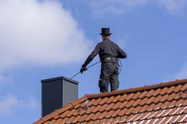 Ile kosztuje czyszczenie komina – sprawdzamy ceny usług kominiarskich