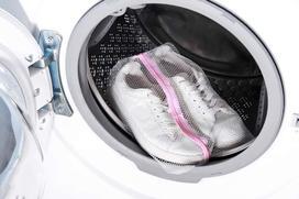 Pranie butów w pralce krok po kroku - jak to zrobić?