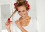Czym i jak kręcić włosy? Oto 5 najlepszych sposobów krok po kroku